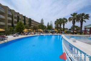 Bazén hotelu Sunshine Rhodos