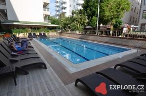 Bazén hotelu Kleopatra Ada