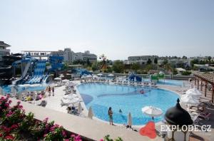 Bazény hotelu Kirman Belazur