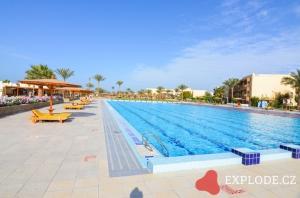 Desert Rose Resort bazén