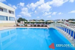 Bazén hotelu Memphis Beach